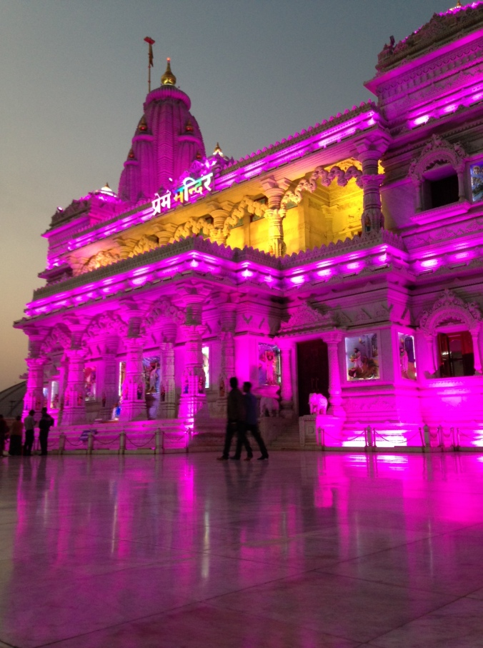 Prem Mandir temple in Vrindavan...BEFORE the swarm!
